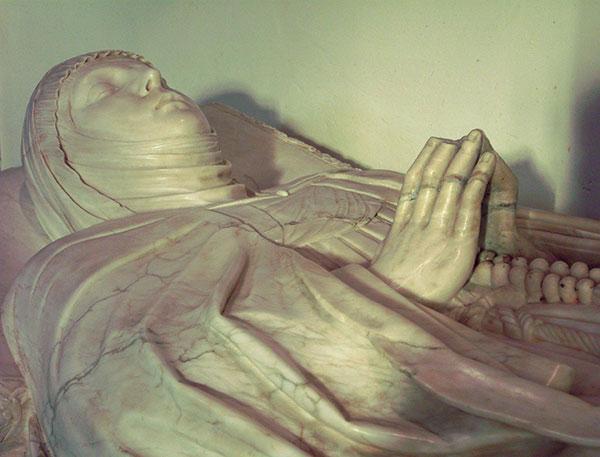 Retrato en alabastro de Doña María Dávila